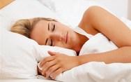 3 απλά μυστικά για να σας παίρνει πιο εύκολα ο ύπνος