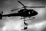 Οι 8 πιο θεαματικές αποδράσεις με ελικόπτερο που έγιναν ποτέ (pics+video)