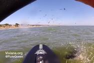 Παίζει φλάουτο, κάνει paddleboarding και μια φάλαινα υψώνεται μπροστά της (video)