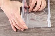 Δείτε πως μπορείτε να αξιοποιήσετε τις παλιές θήκες από τα CD σας (video)