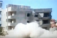 H κατεδάφιση με ελεγχόμενη έκρηξη δεν είχε... τα αναμενόμενα αποτελέσματα (video)