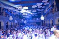 Η… μισή Πάτρα ντύθηκε στα λευκά στον πιο classic χορό του καρναβαλιού (pics+vids)
