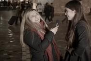 Η Χρύσα Κατσαρίνη μεθάει και κάνει... πιπεράτες ερωτήσεις (video)