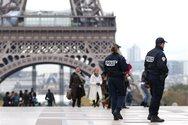 Μεγάλη αστυνομική επιχείρηση στο Παρίσι - Αυτοκίνητο έπεσε πάνω σε βαν της Αστυνομίας (video)