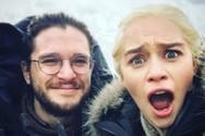 Πανικός με τη φωτογραφία της Emilia Clarke και του Kit Harington στα social media!