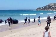 Βάρκα με μετανάστες φτάνει σε παραλία της Ισπανίας μέρα μεσημέρι (video)