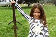 7χρονη ανέσυρε σπαθί από τη λίμνη που χάθηκε το Εξκάλιμπερ