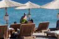 Σία Κοσιώνη: Με μαγιό στην παραλία δύο μήνες πριν φέρει στον κόσμο το παιδί της (video)