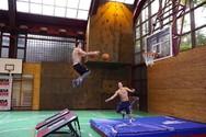 Τα πιο απίστευτα τρικ με μια μπάλα του μπάσκετ (video)