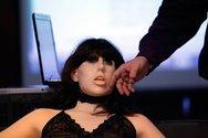 Έρχονται τα sex robots που θα κάνουν και τις δουλειές του σπιτιού (video)