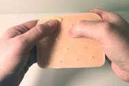 Gadget γι' αυτούς που τους αρέσει να σπάνε σπυράκια (video)