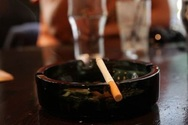 Ολλανδία: Τέλος οι χώροι για καπνιστές στα μπαρ