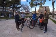 Ουκρανοί τουρίστες κάνουν το γύρο της Πελοποννήσου με ποδήλατα! (video)