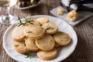 Φτιάξτε αλμυρά μπισκότα παρμεζάνας με 3 υλικά