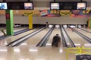 Ξεκαρδιστικές στιγμές στο bowling (Video)