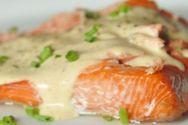 Μαγειρέψτε φιλέτα σολομού στο φούρνο με σάλτσα εσπεριδοειδών και φινόκιο