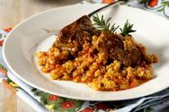 Μαγειρέψτε μοσχάρι κοκκινιστό με τραχανά και φέτα