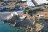 Σπίτι στην Κρήτη κρέμεται σε γκρεμό (video)
