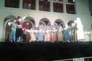 Πάτρα: Πλήθος κόσμου χειροκρότησε τους χορευτές του Δήμου στην πλατεία Γεωργίου