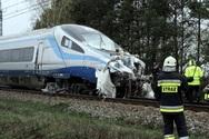 Τρένο συγκρούστηκε με φορτηγό στη Πολωνία