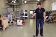 Φοιτητής μηχανικός κατασκεύασε βραβευμένο «αερόσακο» για κινητά τηλέφωνα (video)