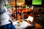 Η παρέα με τις Βελγίδες τουρίστριες που ξεσήκωσε την πλατεία Όλγας
