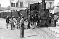 Πάτρα 1908 - Αμαξοστοιχία φτάνει στο σιδηροδρομικό σταθμό της πόλης, από την Αθήνα!