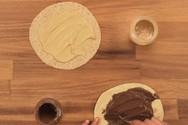 Τορτίγια ολικής με ταχίνι με κακάο, αχλάδι και φουντούκια