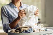 Πώς να βγάλεις από τα ρούχα τον λεκέ από λάδι