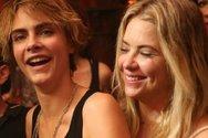 Ζευγάρι η Κάρα Ντελεβίν και η Άσλι Μπένσον;