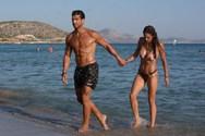 Στη Βάρκιζα για μπάνιο με τη σύζυγό του, ο Νίκος Αναδιώτης!