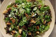 Σαλάτα με σταφίδες και ξηρούς καρπούς