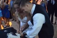 Έκανε πλάκα στη νύφη και τελικά τη γκρέμισε (video)