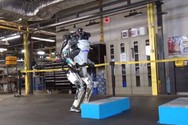 Το ρομπότ Atlas μπορεί να κάνει... παρκούρ (video)