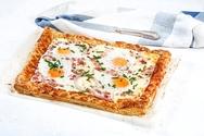 Αυγά με μπέικον και κασέρι σε τραγανή σφολιάτα