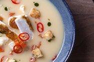Κοτόσουπα αυγολέμονο με λαχανικά και κρουτόν