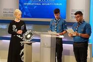 Δύο πρόσκοποι από τη Λέσβο παρέλαβαν το βραβείο John McCain