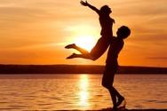 Το σωματικό χαρακτηριστικό που κάνει μια σχέση πιο ευτυχισμένη