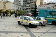 Πάτρα: Παρκαρισμένα Ι.Χ. του Δήμου πάνω στην πλατεία Γεωργίου