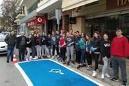 Δυτική Ελλάδα: Μαθητές χρωμάτισαν τις κοινόχρηστες θέσεις στάθμευσης οχημάτων ΑμεΑ (φωτο)
