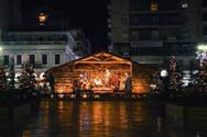 Είστε έτοιμοι για Χριστούγεννα; - Φάτνη και χωριό στήνονται στην πλατεία Γεωργίου της Πάτρας!