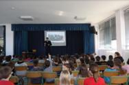 Πάτρα: Μαθητές Δημοτικού Σχολείου γνώρισαν το επάγγελμα του αστυνομικού (pics)