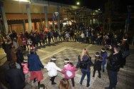 Πάτρα - Σε μια στολισμένη πλατεία, μικροί και μεγάλοι διασκέδασαν με παιχνίδι και χορό! (φωτο)