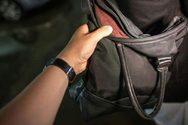 Πάτρα: Αλλοδαπός άρπαξε τσάντα από αυτοκίνητο