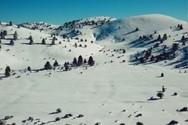 Η άγρια ομορφιά του χιονισμένου Χελμού από ψηλά (video)