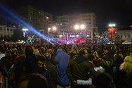 Πάτρα: Η λευκή ή πολύχρωμη νύχτα αντί για καρναβαλικούς έφερε... προεκλογικούς χορούς!