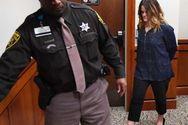 Δασκάλα συνελήφθη για σεξουαλική συνεύρεση με δύο μαθητές της