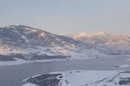 Η λίμνη Σμοκόβου πάγωσε εντελώς (video)
