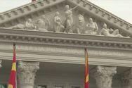 Αφαιρέθηκε το «Δημοκρατία της Μακεδονίας» από το κτίριο της κυβέρνησης στα Σκόπια