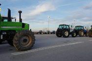 Πάτρα: Οι αγρότες έκλεισαν της εθνική οδό Πατρών-Πύργου